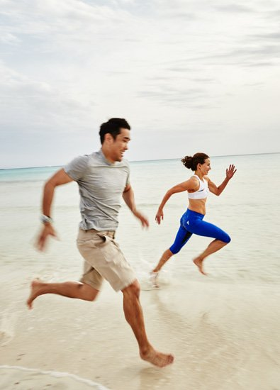 dalton-wong-running-on-the-beach-the-trainer-that-changed-everything-for-jennifer-lawrences-body-by-healthista