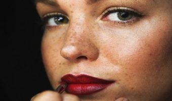 Labbra più grandi e carnose con le ombre lip