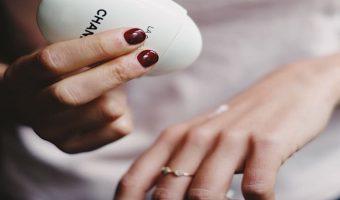 """Crema mani: ecco le migliori """"effetto cappottino"""""""
