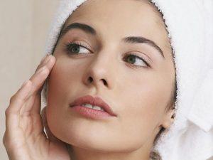 8 rimedi infallibili per idratare la pelle secca