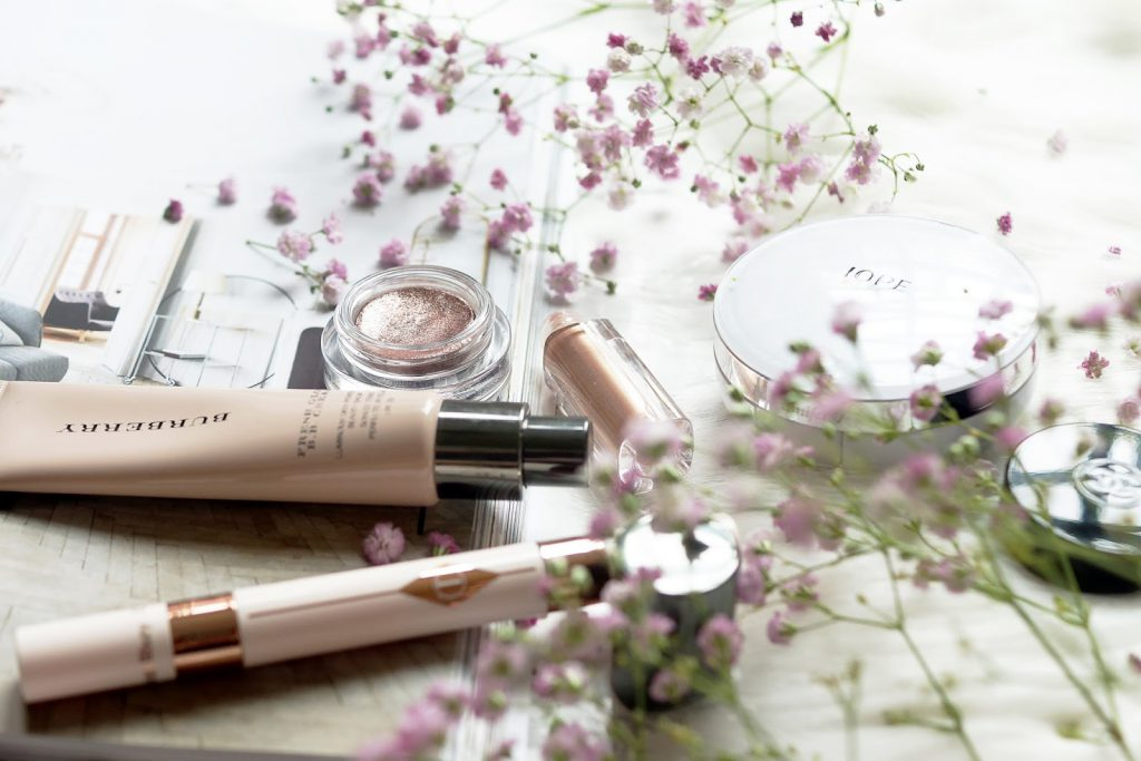 beauty-makeup-flatlay-photography-barely-there-beauty
