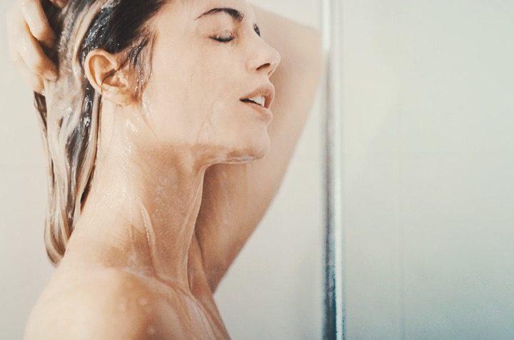 Quanto lavarsi i capelli, e come farlo di meno