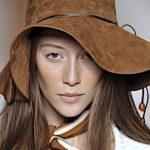 Le acconciature da sfoggiare sotto sciarpa e cappello