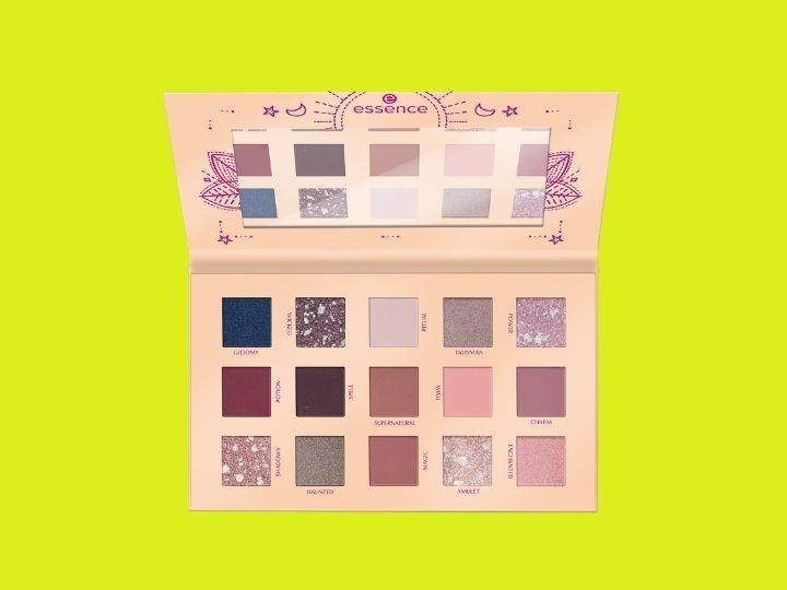 WITCH SIDE eyeshadow palette essence