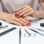 Come togliere lo smalto semipermanente senza rovinare le unghie